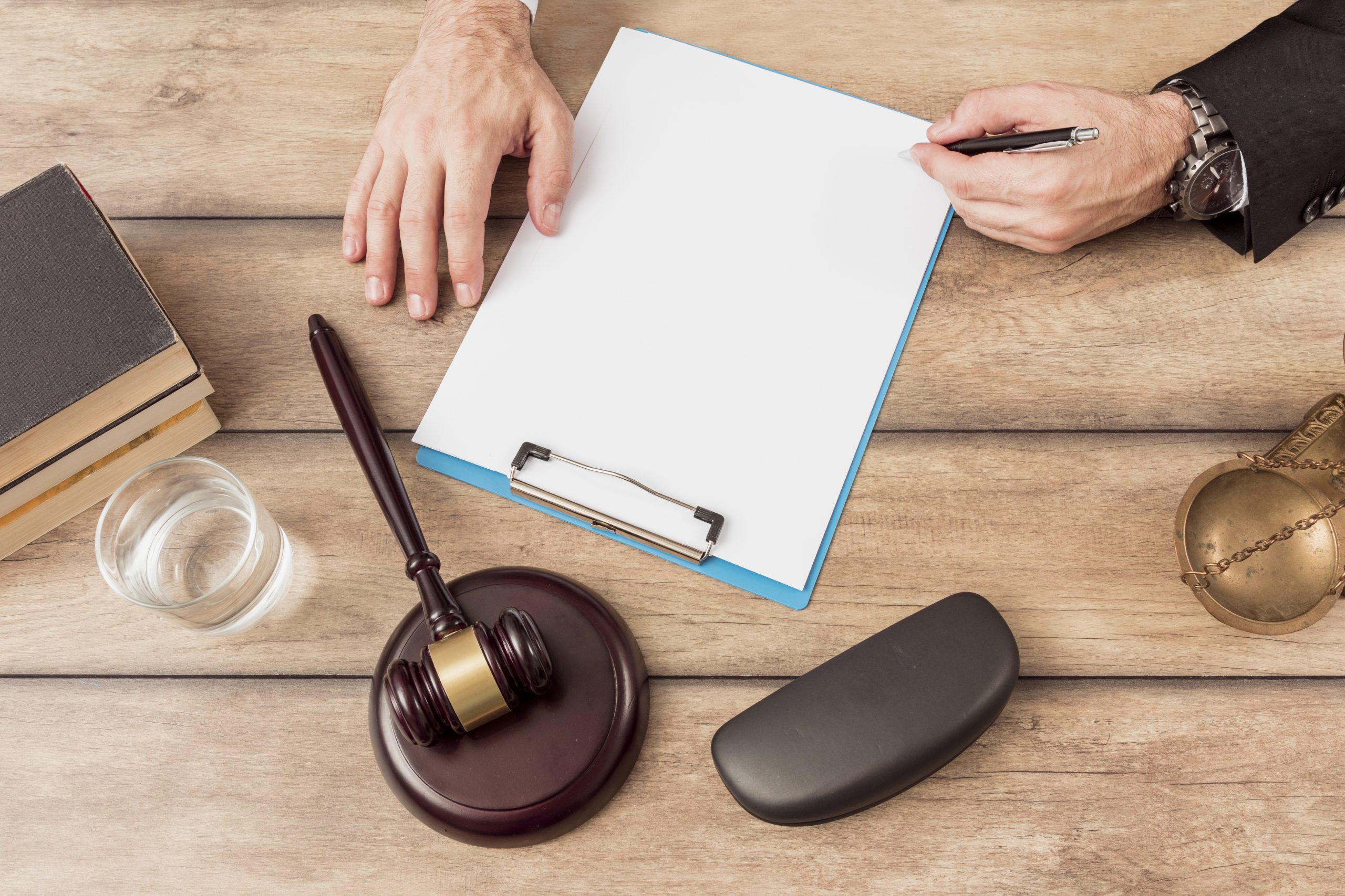Are You Looking For a Lawyer in Sharjah? Discover Our Services